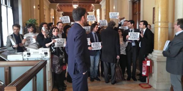 Mutui, rivolta del M5S alla Camera   Il PD contesta il vice presedente Di Maio