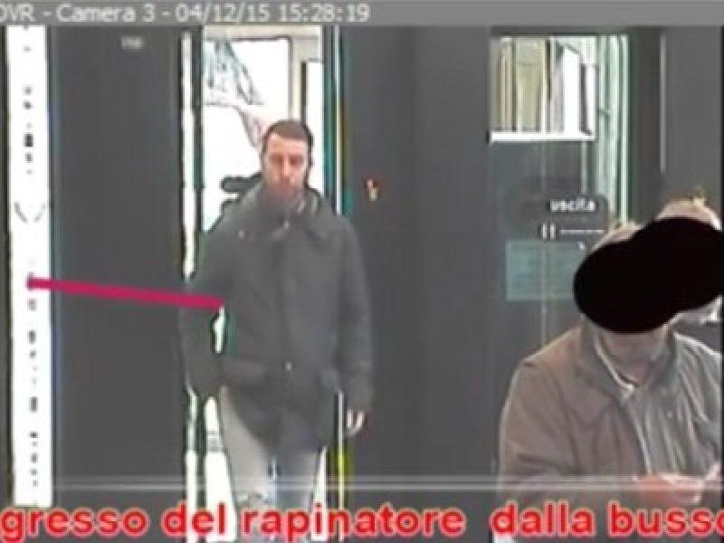 rapinatore trovato grazie a facebook, 27enne arrestato perchè la foto era sul profilo fb, ladro arrestato grazie a facebook