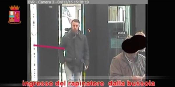 Matera, un ladro riconosciuto grazie a Facebook | La foto era stata inserita nella pagina della polizia
