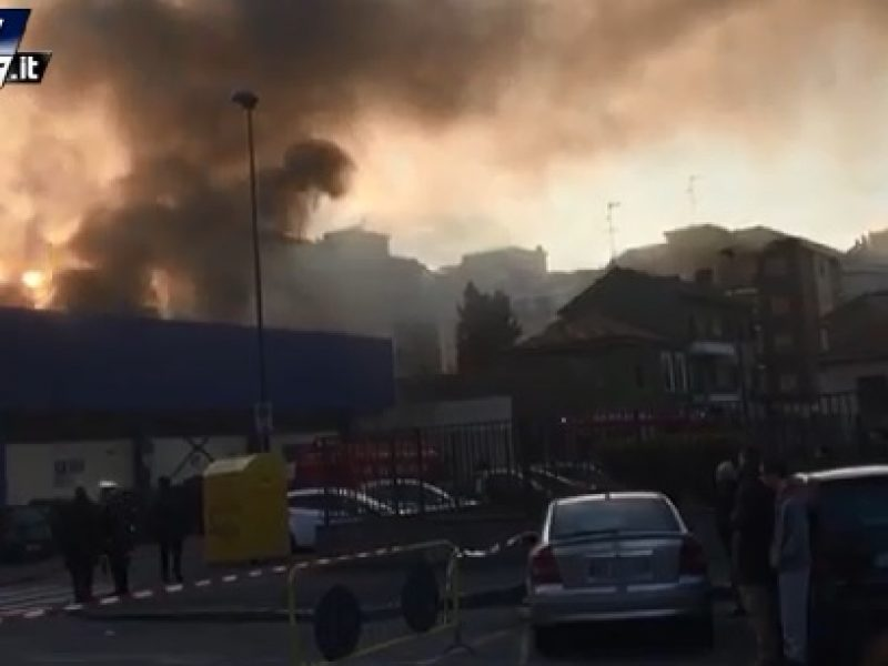 sesto san giovanni incendio centro commerciale, sesto san giovanni, incendio centro commerciale