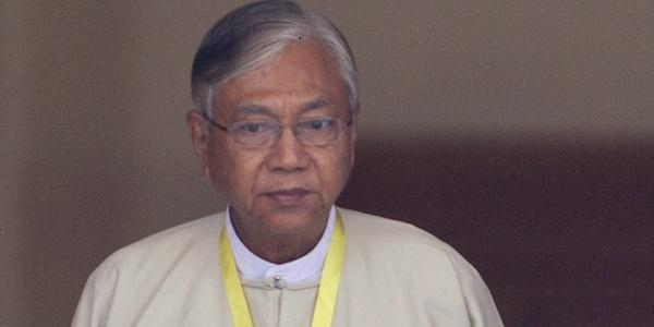 Myanmar, Htin Kyaw è il nuovo presidente | È il primo eletto dopo 54 anni di dittature militari