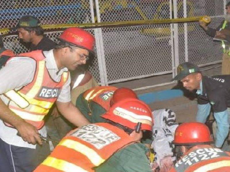 pakistan attacco, attacco pakistan morti 63, attacco talabani parco lahore pakistan