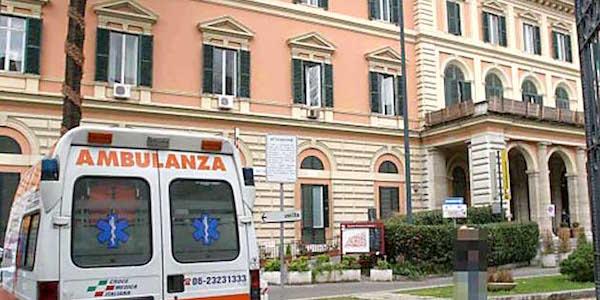 Roma, utilizzavano l'ambulanza per usi privati | In manette 3 dipendenti del Policlinico Umberto I