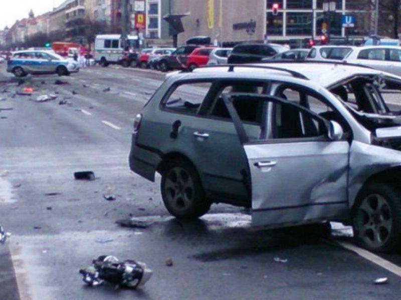 Berlino esplode auto