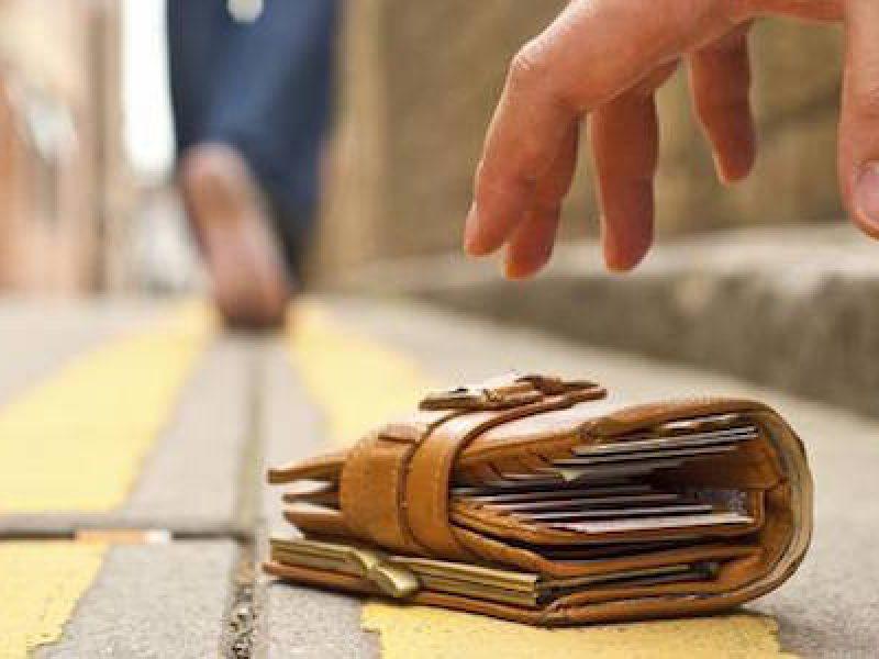 portafoglio mamma reggio emilia, portafoglio Reggio Emilia, Reggio Emilia, restituisce portafoglio 3 mila euro, San Polo d'Enza, trova portafoglio 3 mila euro