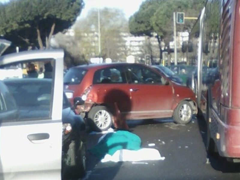 roma incidente mortale, incidente mortale roma via prenestina, roma muore un uomo incidente stradale