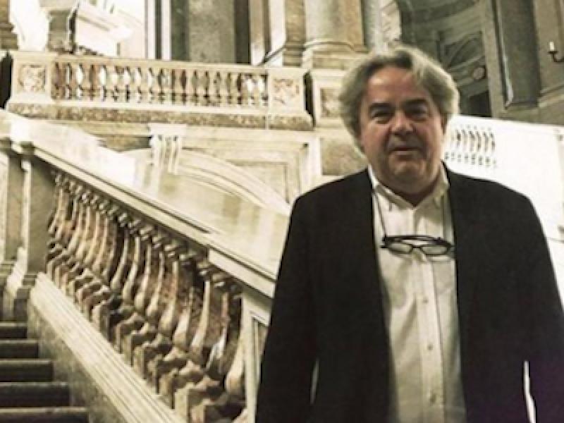 Lo stacanovismo non andrà di moda, ma mentre i sindacati protestano, i numeri danno ragione al direttore: nell'ultimo mese gli ingressi alla Reggia di Caserta sono cresciuti del 70% rispetto all'anno precedente. Nessuna campagna promozionale, nessun evento particolare, solo la sua presenza che garantisce il funzionamento di tutti i servizi legati al palazzo. Così, dalla parte di Felicori, si schiera anche il presidente del Consiglio Matteo Renzi. «I sindacati che si lamentano di Felicori - scrive sul suo profilo Facebook - dovrebbero rendersi conto che il vento è cambiato. E la pacchia è finita!» Più pacata la risposta del direttore: «Non ho nulla di cui giustificarmi, per me questo incarico rappresenta un'enorme responsabilità. La Reggia è vigilata 24 ore su 24, e anche se il direttore chiedesse a qualcuno di fare lo straordinario per seguirlo dopo la chiusura non ci sarebbe nulla di male, ma io non l'ho mai fatto». L'obiettivo - ribadisce invece - è «riaprire regolarmente tutti quegli spazi che ho trovato chiusi, ad iniziare dal Teatro di Corte».
