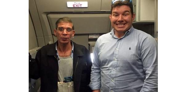 """Egypt Air, ecco il selfie con il dirottatore   """"Volevo restare positivo di fronte alle avversità"""""""