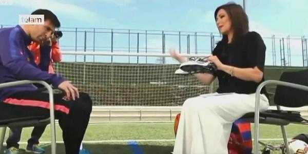 Egitto, atto 'impuro' di Lionel Messi in tv | Mostra gli scarpini ed è bufera sui social