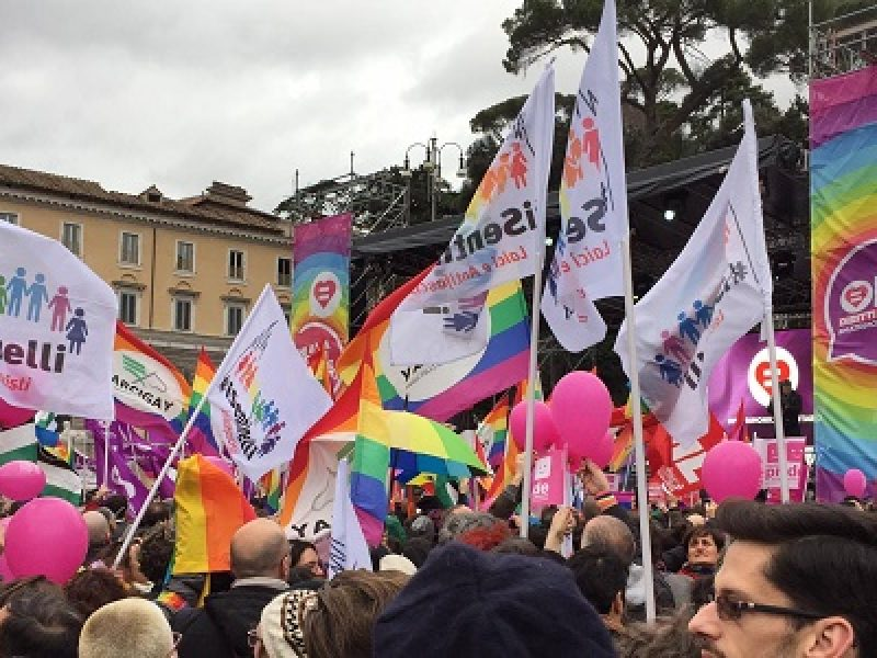 unioni civili manifestazione paizza del popolo, lgtb manifestano piazza del popolo, piazza del popolo movimenti lgtb