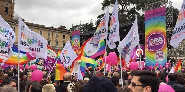 Unioni Civili, i movimenti 'Lgbt' in piazza |Migliaia le persone presenti FOTO
