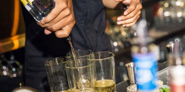 """Binge Drinking, bere tanto senza mangiare per """"sballarsi"""" prima"""