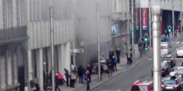 """Terrorismo, Bruxelles sotto assedio <u><b><font color=""""#343A90"""">FT</font></u></b> / <u><b><font color=""""#343A90"""">VD</font></u></b> Esplosioni in due stazioni della metro: 20 morti"""