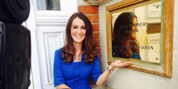 Somigliare a Kate Middleton le ha cambiato la vita. La storia di Heidi, da cameriera a sosia stra-pagata