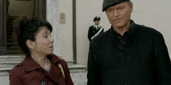 """Don Matteo 10 nona puntata, Giulio bacia Margherita e le dice: """"Ti voglio solo per me"""""""
