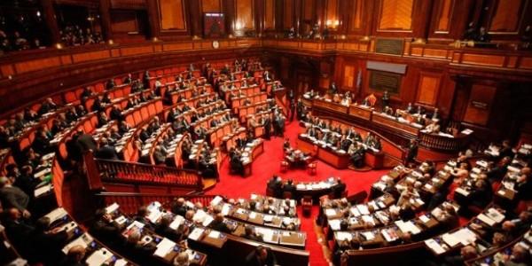 Legge elettorale, il M5S mette fretta al Parlamento | I lavori inizieranno il 27 febbraio, insorge FI