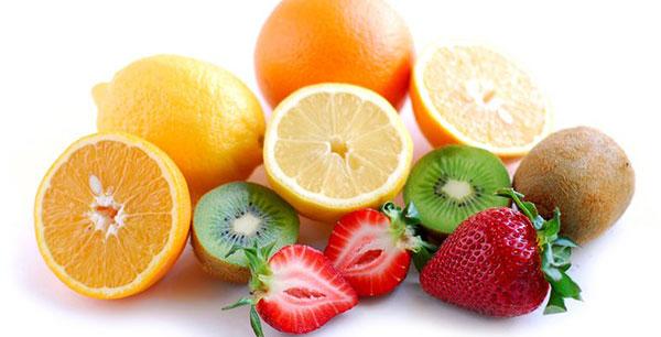 La vitamina C alleata della vista: arance, broccoli e patate per ridurre il rischio di cataratta