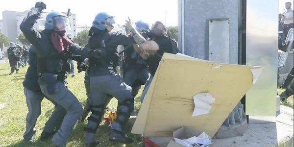 Internet Day: a Pisa scontri tra manifestanti e polizia