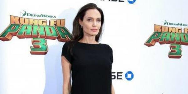 """Angelina Jolie a 'Chi': """"Essere sola è dura, ho passato un anno difficile"""""""
