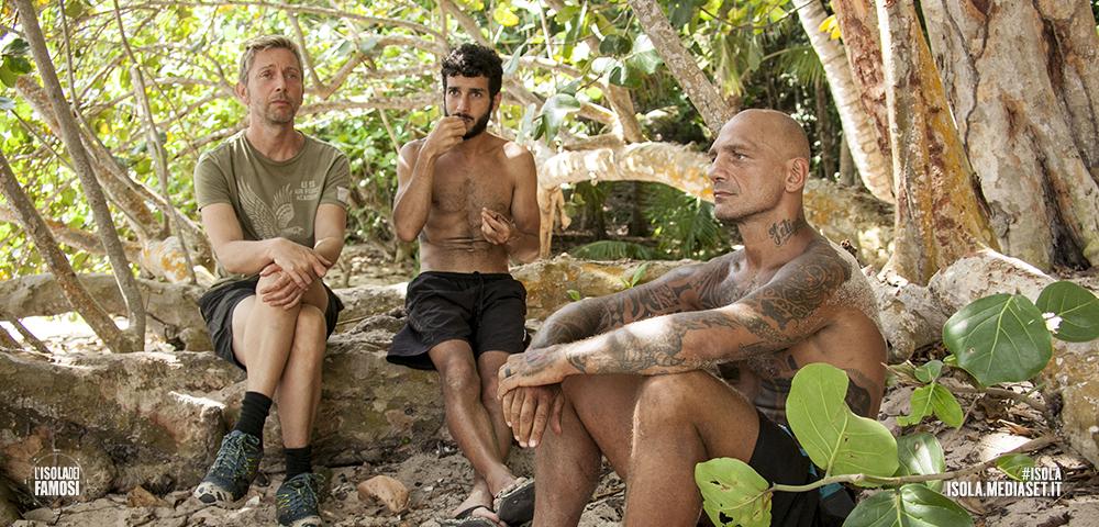 Isola dei Famosi, puntata 25 aprile 2016: Gianluca Mech eliminato; Marco Carta ammette di essere innamorato