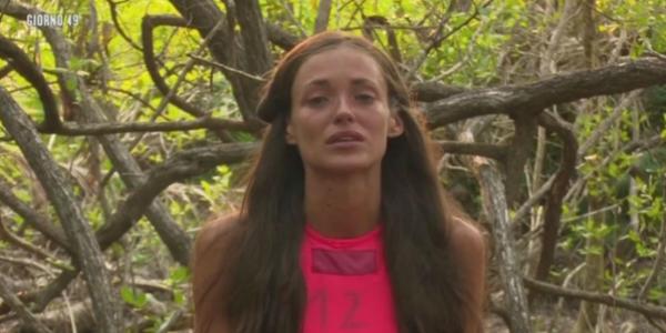 """Gossip Isola dei Famosi 2016, Gracia De Torres in lacrime pensando al fidanzato: """"Ho mille paure, sono preoccupata"""" /FOTO"""