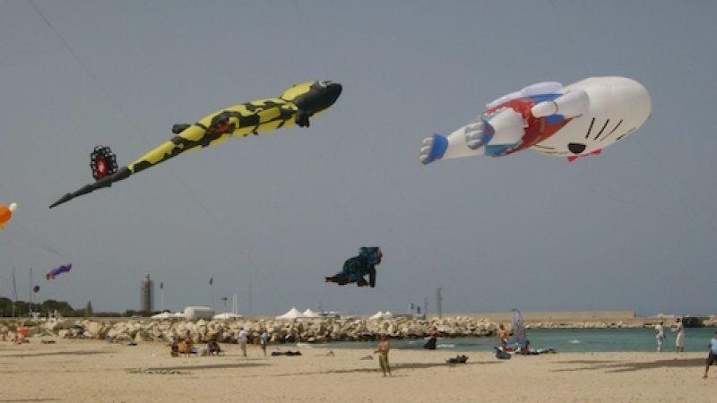 Aquiloni, che passione. E la spiaggia di San Vito Lo Capo si colora per il Festival /FOTO