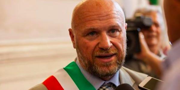Rifiuti Livorno, avviso di garanzia al sindaco M5S Nogarin: