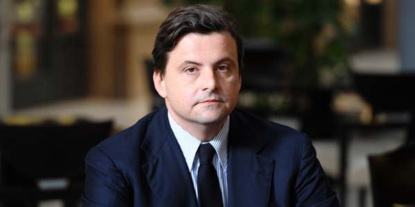 """Carlo Calenda si iscrive al PD: """"Il partito va risollevato"""""""