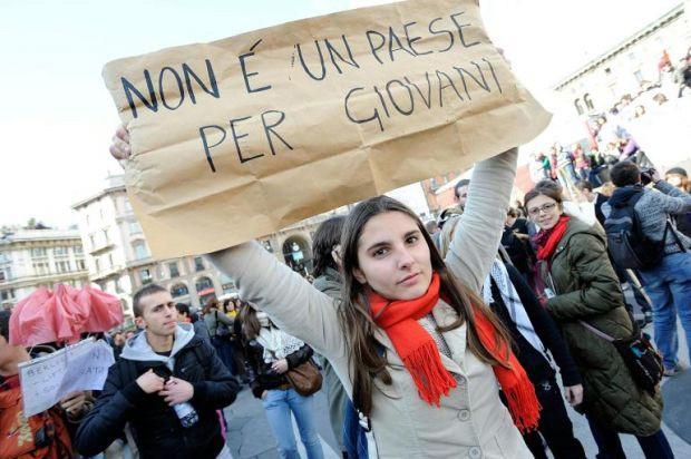 Inps, richieste di disoccupazione in calo: -27,3% | A marzo sale la stima degli occupati (+90mila)