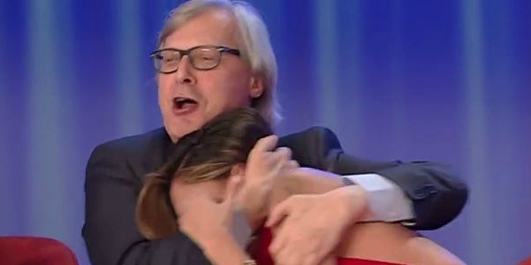 """Maurizio Costanzo Show, Vittorio Sgarbi si scatena e attacca Belen Rodriguez: """"Hai sbagliato a darla a Corona""""… /FOTO E VIDEO"""