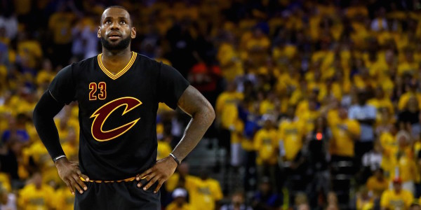 NBA, LeBron dominante contro Atlanta. Agli Spurs non basta il rientro di Leonard
