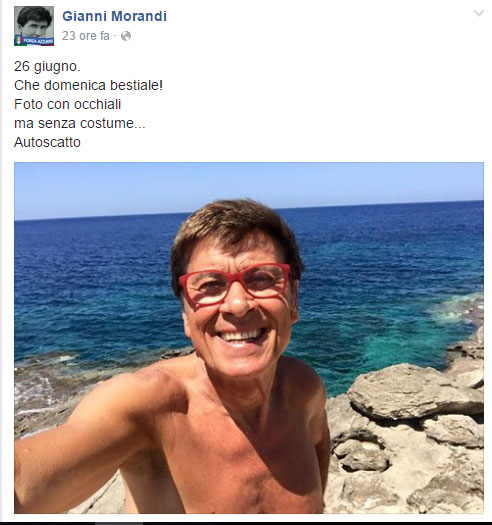 Gianni Morandi a Lampedusa: selfie senza costume!