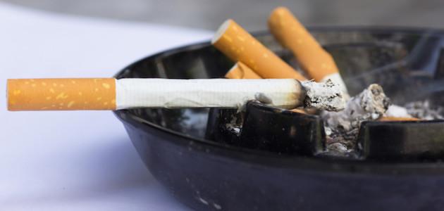 sigarette killer polmoni il 20 per cento degli italiani fuma a casa