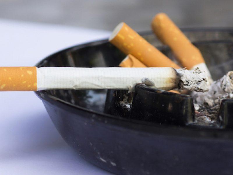 Altra batosta per i fumatori: sigarette fino a 40 centesimi in più
