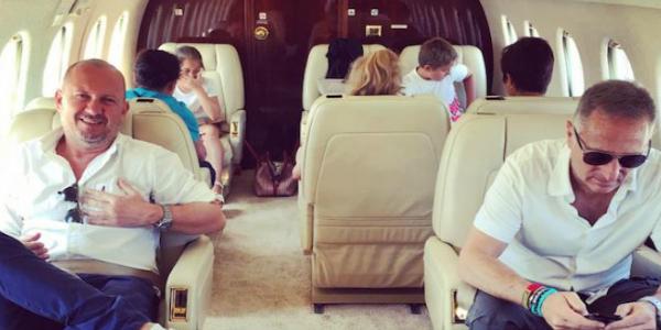 Jet Privato Cade : Paolo bonolis va in vacanza sul jet privato e scoppia la