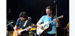 I-Coldplay-duettano-con-l'attore-Michael-J-Fox-video