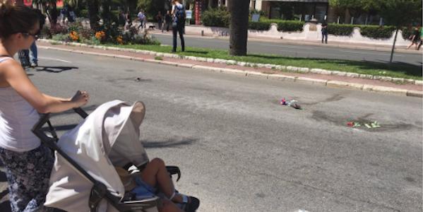 ministro dell'interno, bernard Cazeneuve, strage di nizza, attentato 14 luglio, attentato terroristico, isis, promenade des anglais, lutto, minuto di silenzio, raccoglimento,