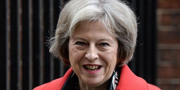 """Brexit, May: """"Basta europei che cercano lavoro in Gb"""""""