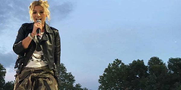 """Emma Marrone si prende una pausa dai social: """"Ciao, ci vediamo a settembre"""""""