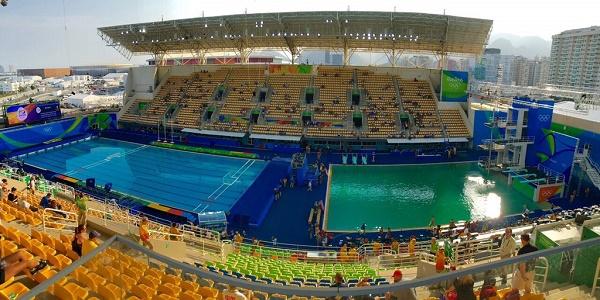A Rio l'acqua della piscina cambia colore. Preoccupazione tra i tuffatori