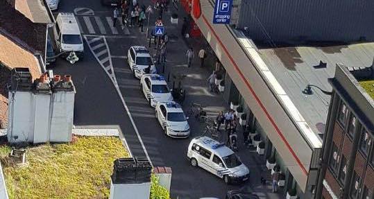 Belgio ultim'ora: donna accoltella 3 persone a Bruxelles, fermata