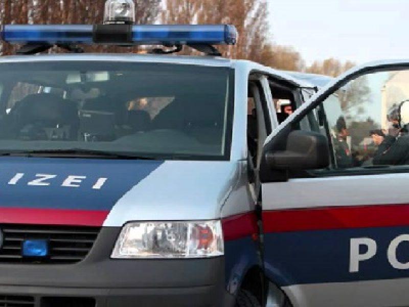 Attacco col coltello a Vienna: tre feriti gravi. E' caccia all'aggressore