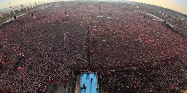 La Turchia pro-Erdogan scende in piazza | Oltre un milione di persone a Istanbul