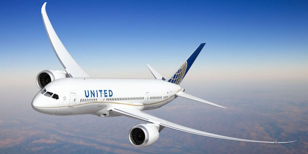 Volo UA costretto ad un atterraggio d'emergenza | Feriti 14 passeggeri e 2 membri dell'equipaggio