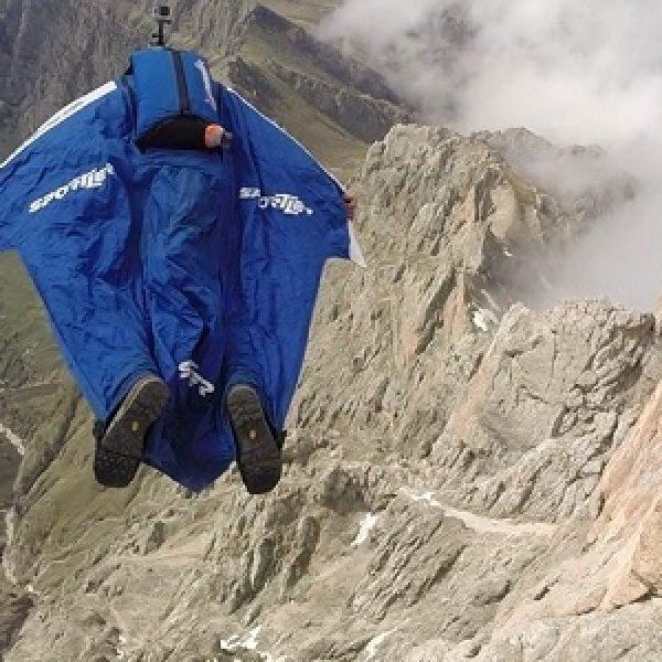 Svizzera, muore il base jumper Emanuele Uli |Stava effettuando riprese per un nuovo video