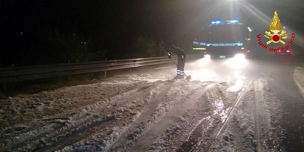 Grandine e auto bloccate a Varano Borghi, Orascio rimasta isolata per ore
