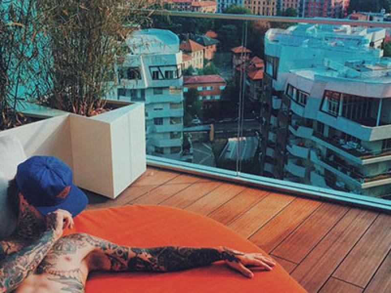 Fedez ha comprato un attico da due milioni di euro a for Piani casa sul tetto di bassa altezza