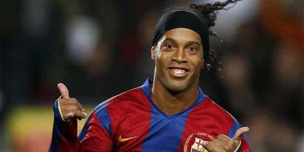 Ronaldinho si ritira: mix di talento, fantasia e allegria/VIDEO
