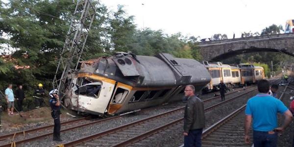 Spagna, deraglia treno portoghese in Galizia: almeno 3 morti