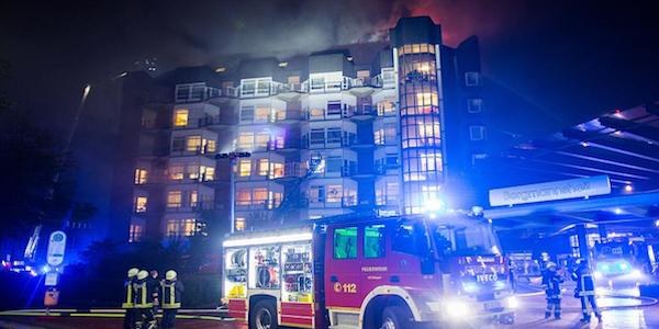 Inferno di fiamme in ospedale: 2 morti, decine di feriti in Germania
